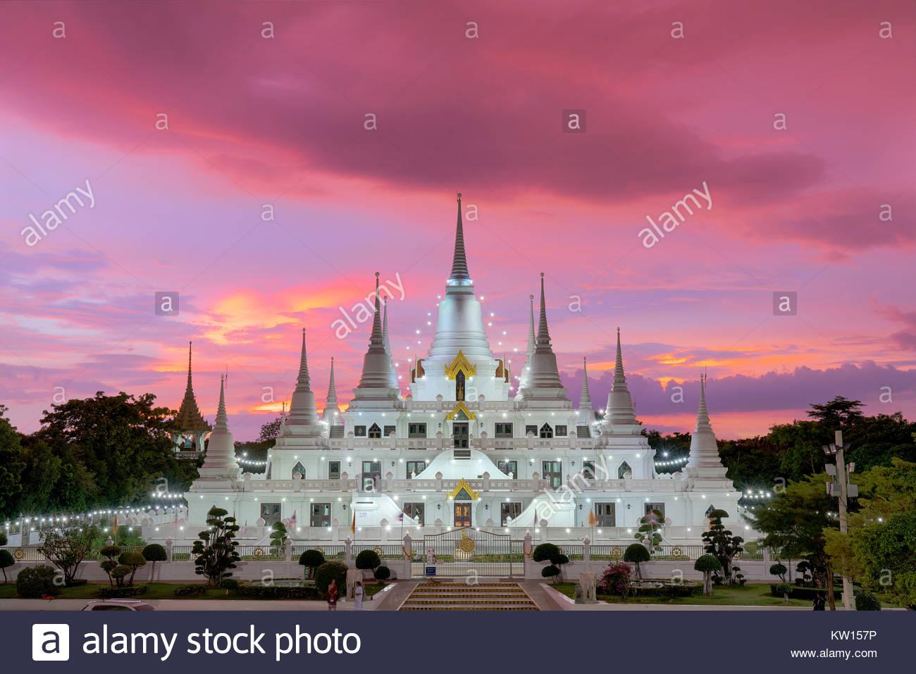 Wat in Thailand Wat Asokaram der Tempel der schönen Buddha. Die Verehrung der Heiligen Element. Stockbild