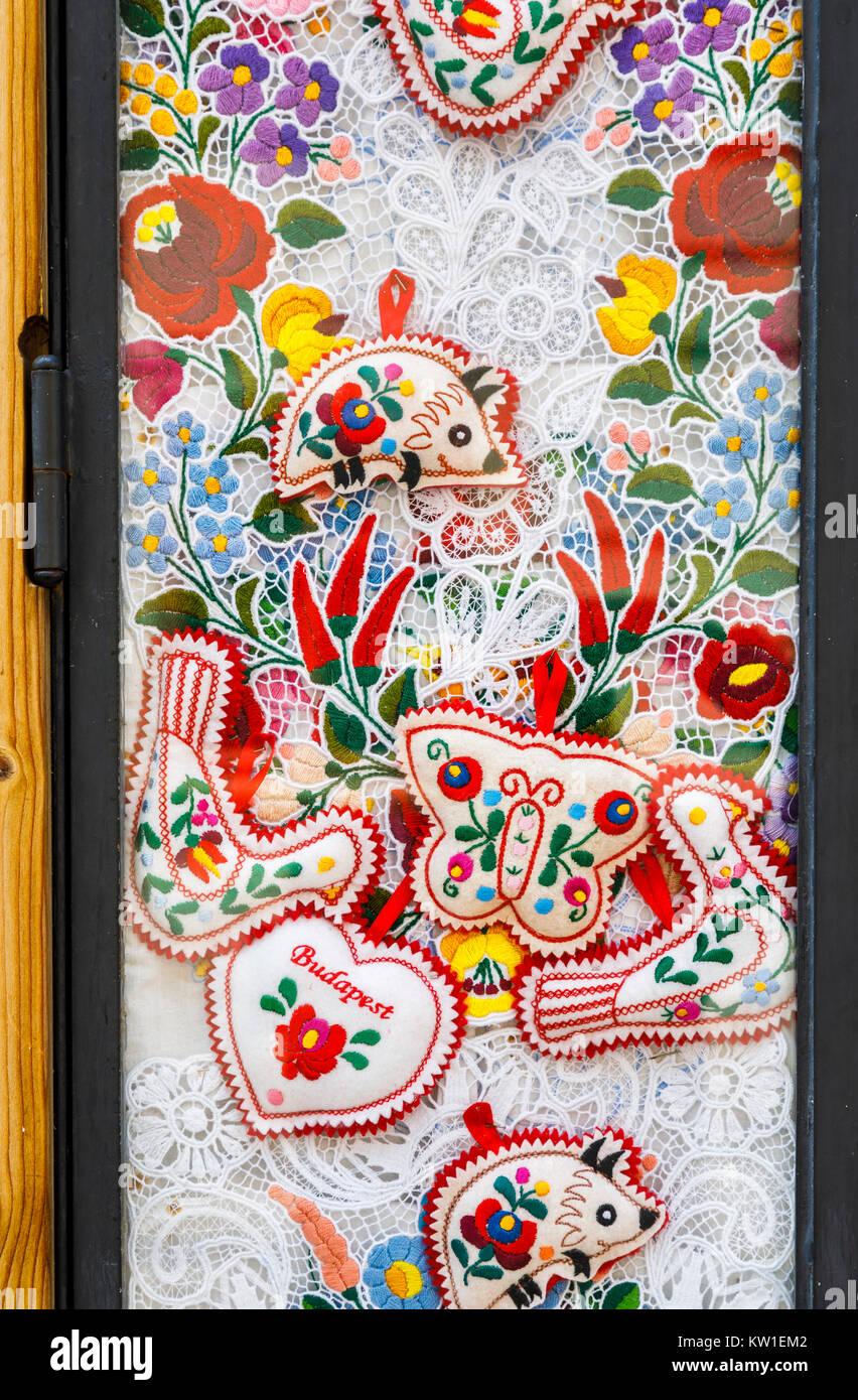 budapest hungary souvenirs shop stockfotos budapest hungary souvenirs shop bilder alamy. Black Bedroom Furniture Sets. Home Design Ideas