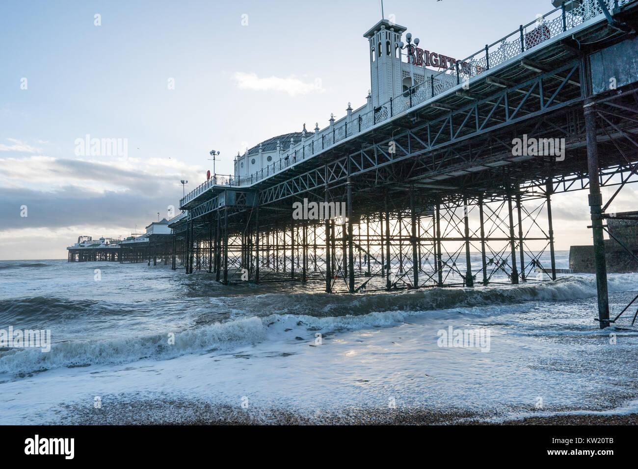 Brighton, UK. 29. Dezember, 2017. Ein Blick auf den Brighton Pier im Winter. Foto Datum: Freitag, 29. Dezember 2017. Stockbild