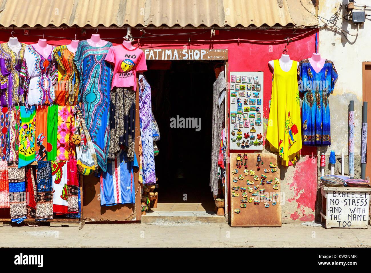 Touristische style Shop Verkauf von Kleidung und Kühlschrank ...