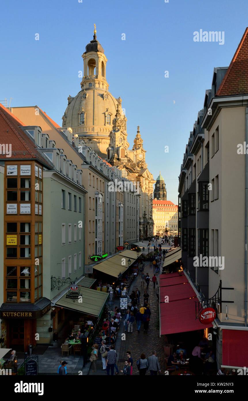 Touristische Treffpunkt Münze Lane unter der Kirche der Muttergottes, Dresden Münze Lane, Touristentreffpunkt Stockbild