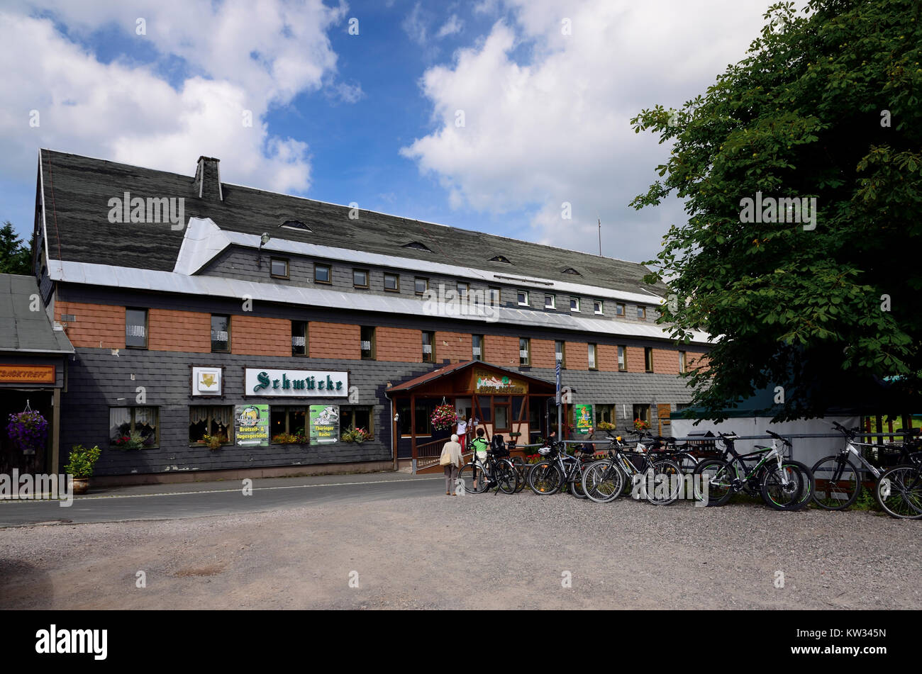 Historische Mountain Inn Dekorieren in der Racing steilen Weg, Thüringer Wald, historisches Berggasthaus Schmuecke Stockbild