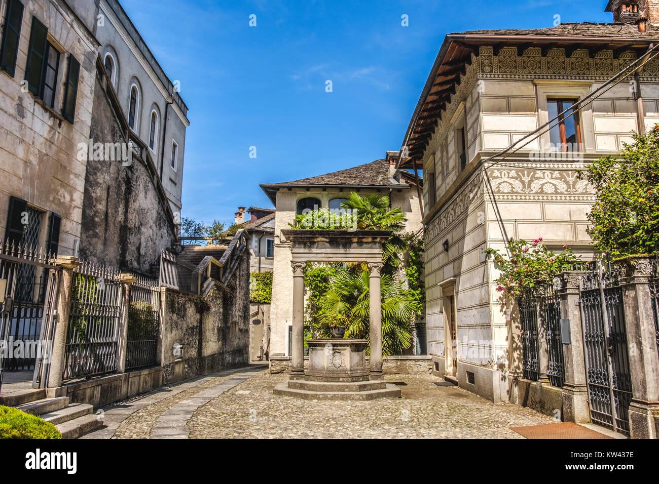 Orta San Giulio Gericht Gasse Wasser gut Dorf Pumpe Piemont Novara Italien Stockbild
