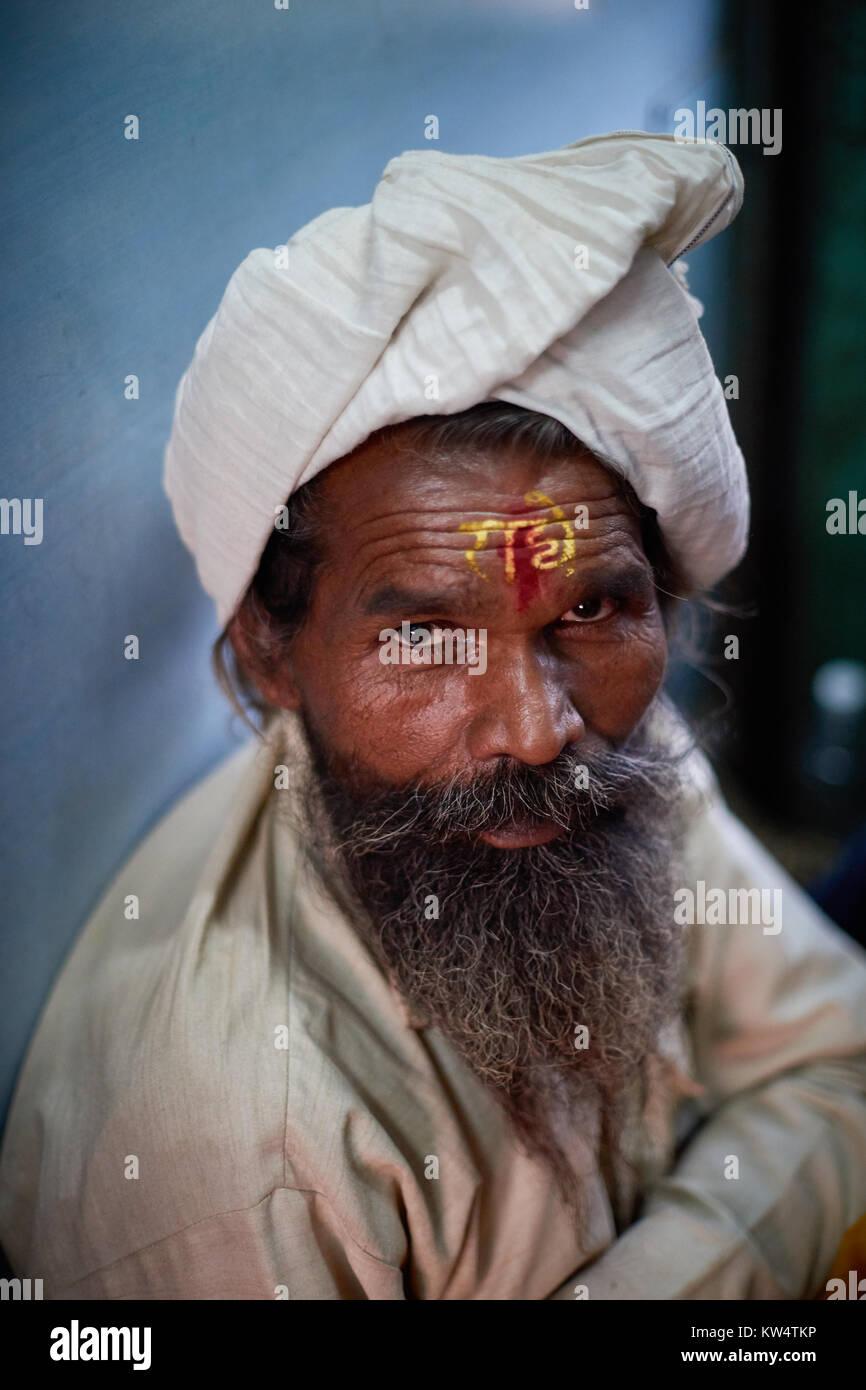 Indische alten Mann im Zug von Mathura, Dehli, Indien Stockbild