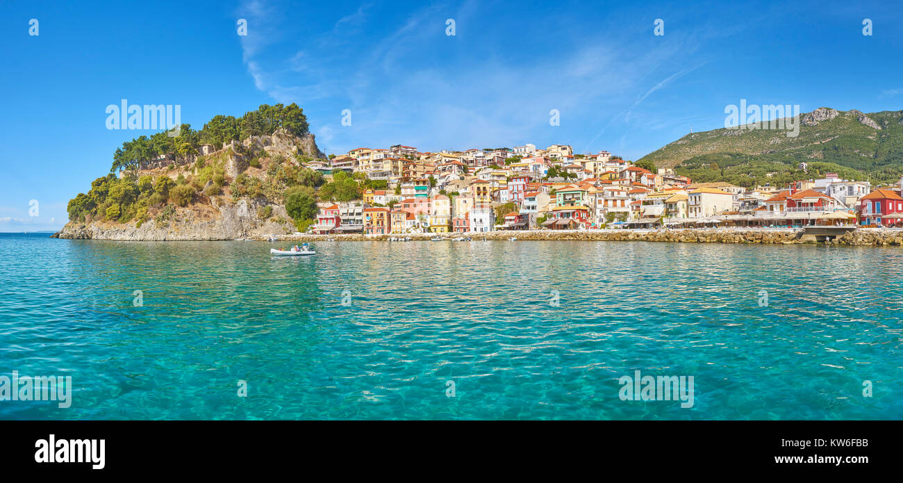 Panoramablick auf Parga, Griechenland Stockbild