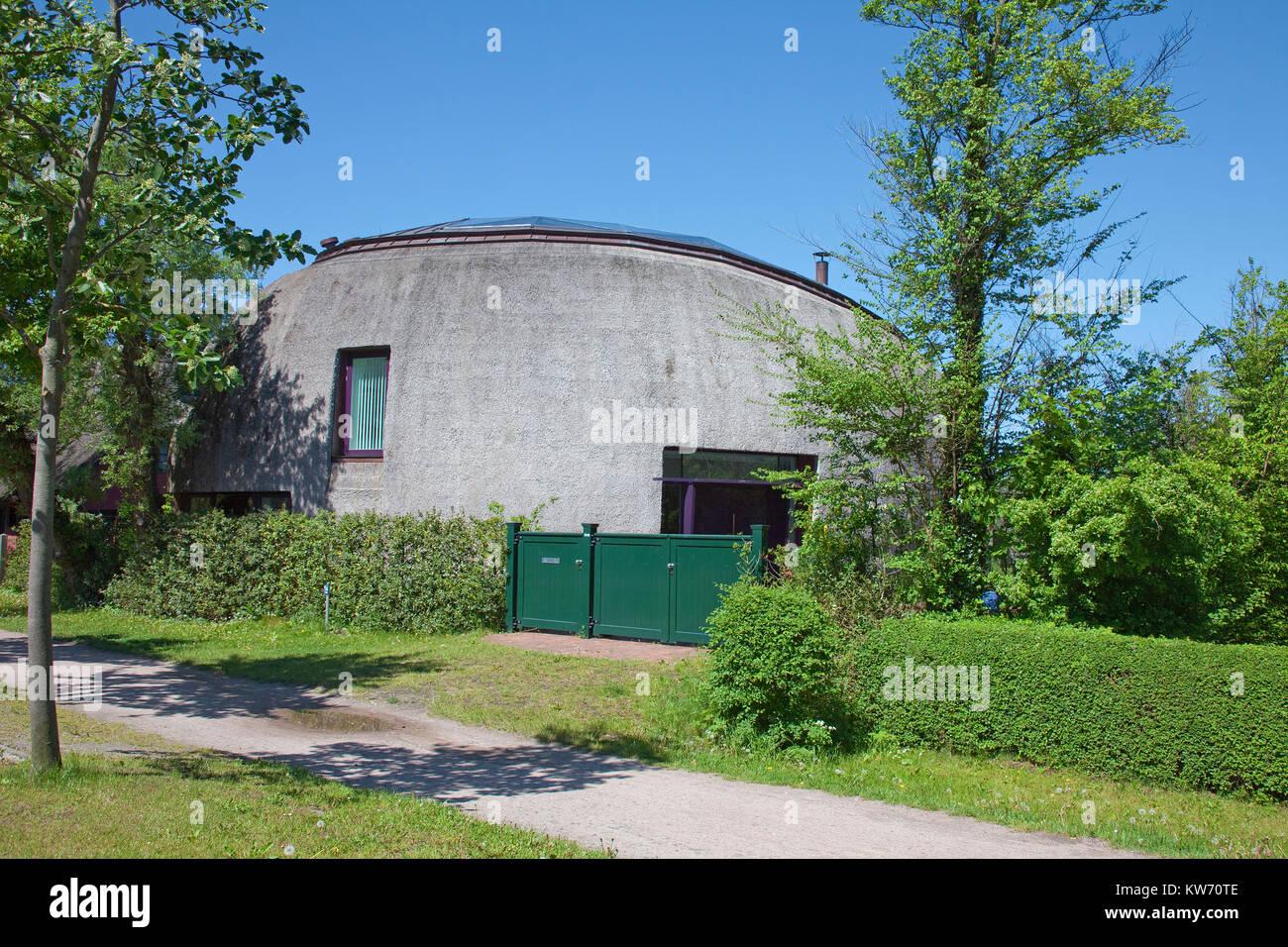 Modernes Design House, strohgedeckte Haus im Dorf Ahrenshoop ...