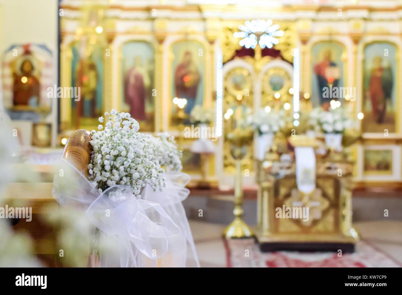 Die Dekoration Der Hochzeit Blumen Vor Dem Hintergrund Einer