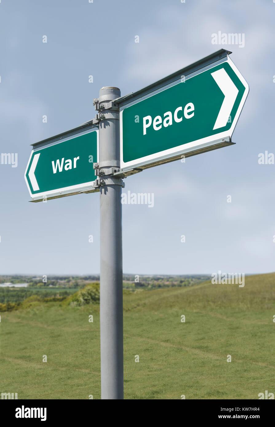 Krieg oder Frieden Richtung unterzeichnen. Krieg Frieden Konzept Wegweiser. Stockbild