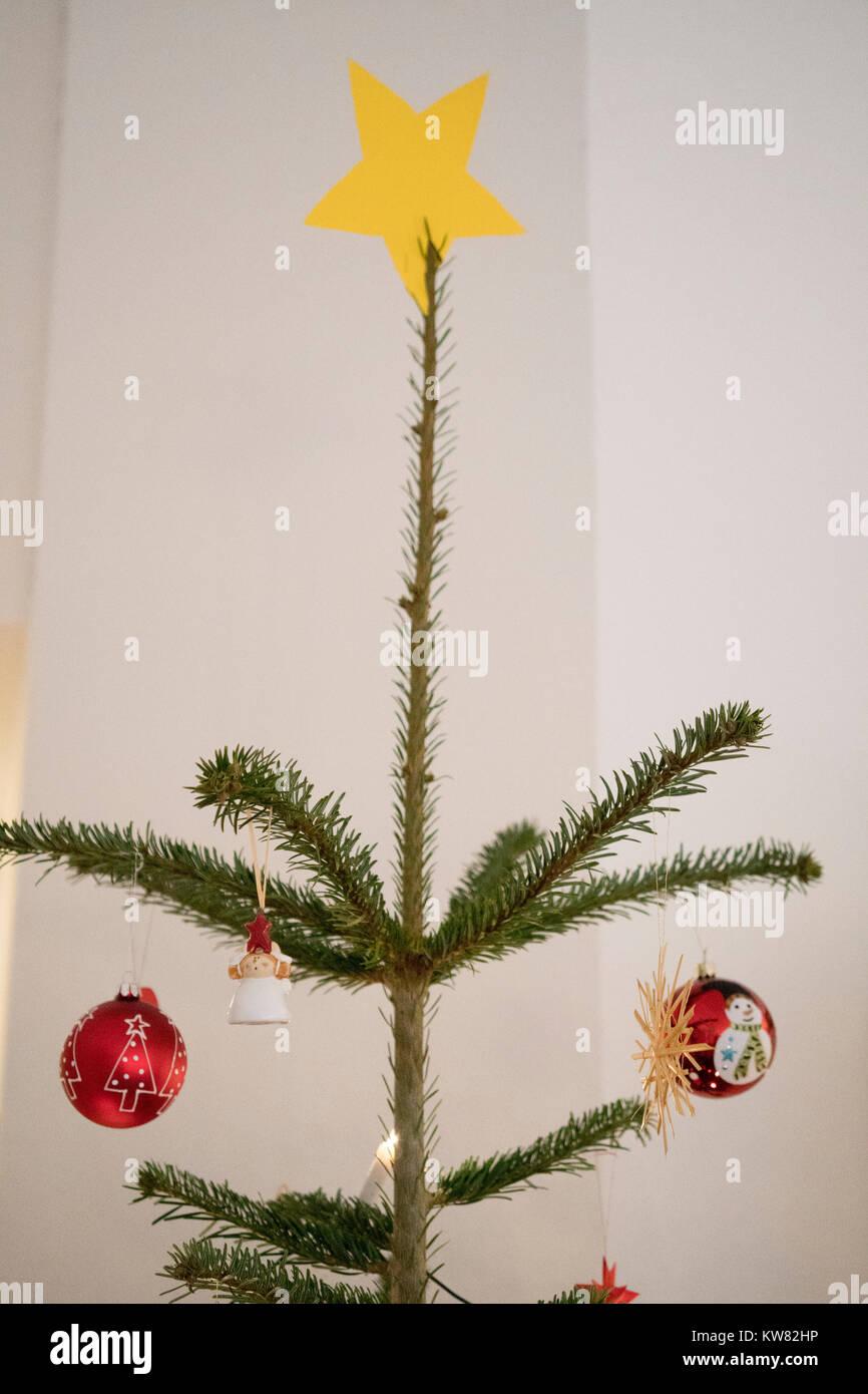 Stern Auf Weihnachtsbaum.Stern Auf Der Spitze Eines Weihnachtsbaum Mit Zwei Weihnachten