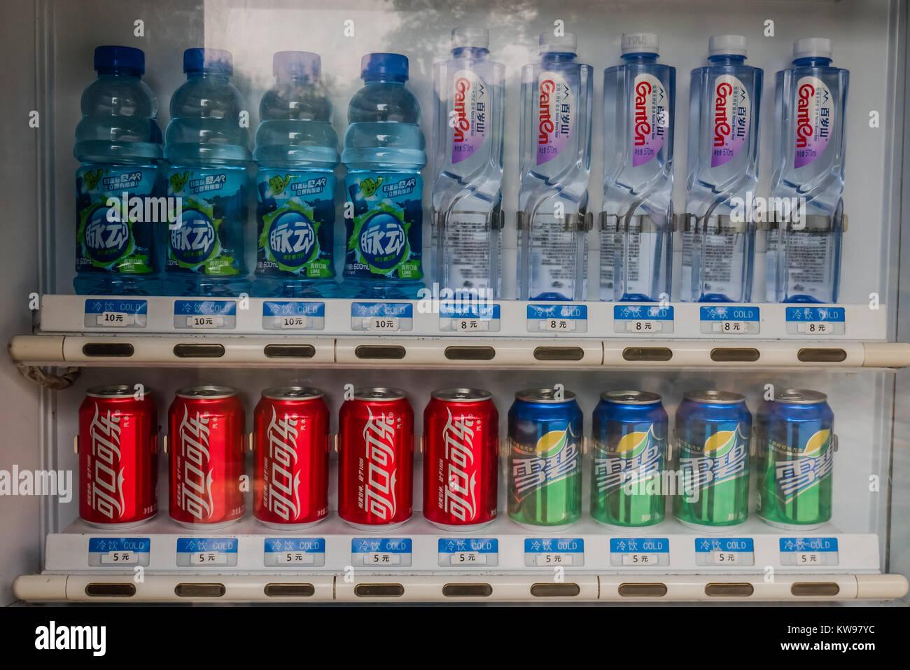 Eine Flasche Wasser und alkoholfreie Getränke Getränkeautomat, China ...