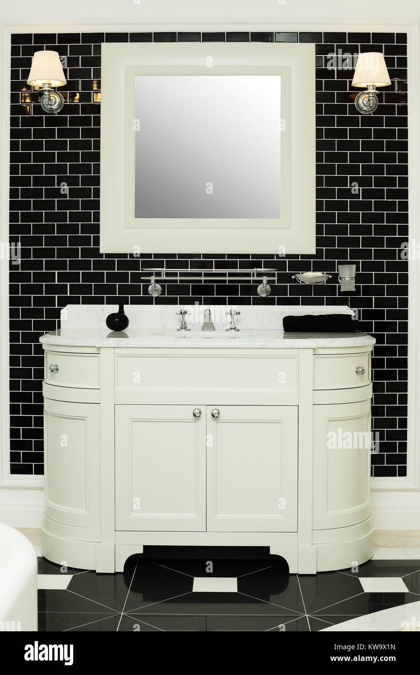 Stilvolle Badezimmer Innenraum   Schwarz Weiß Design