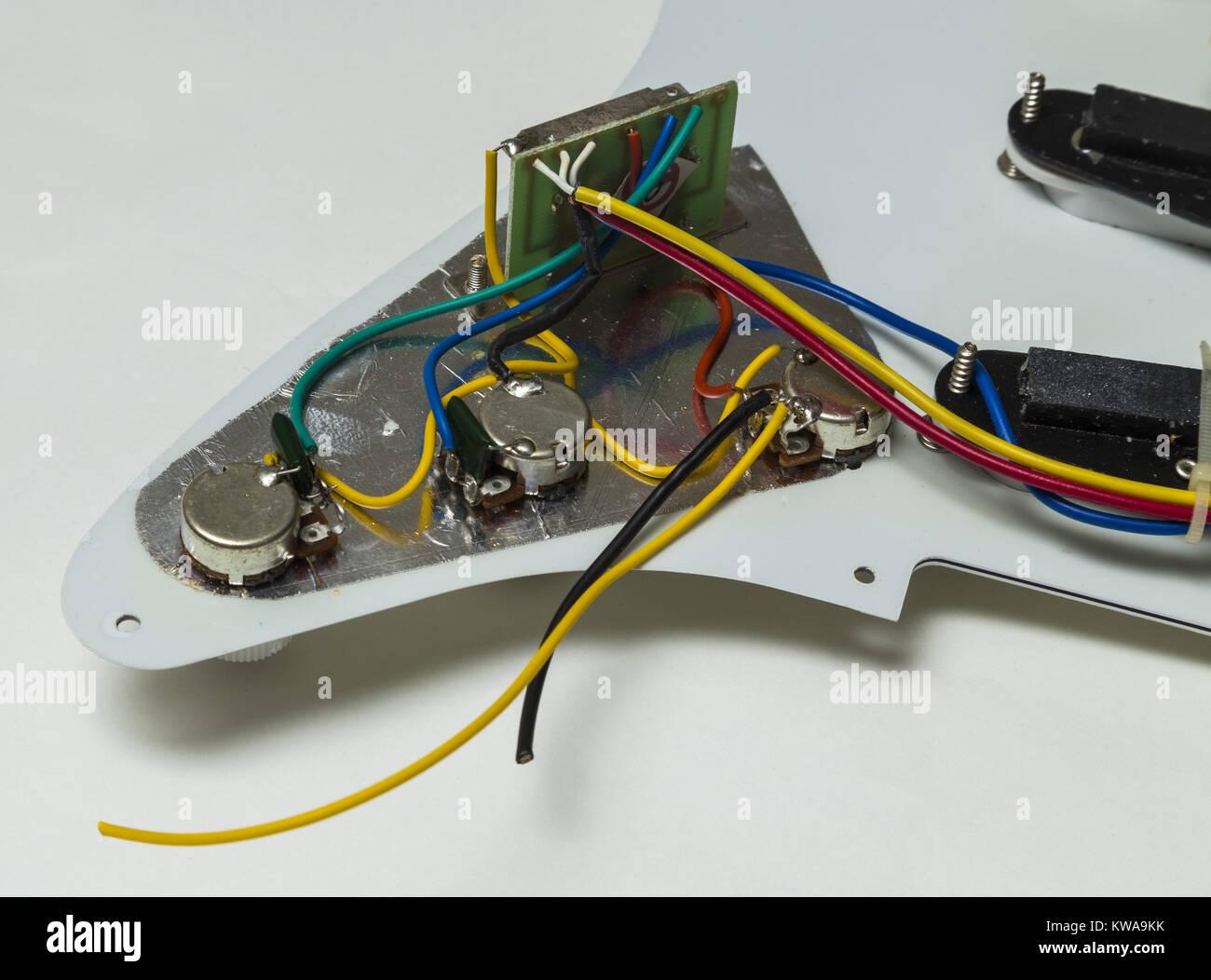 Ziemlich Verkabelung Eines Gitarren Pickups Bilder - Elektrische ...