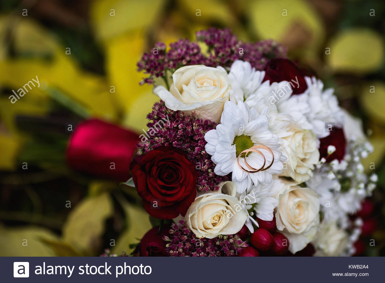 Hochzeit Blumen Hochzeit Ringe Liegen Auf Einer Hochzeit Strauss