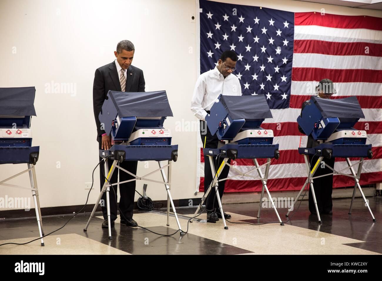 Präsident Obama stimmen bei Martin Luther King Jr. Community Center in Chicago, Illinois. Er wählte früh Stockbild