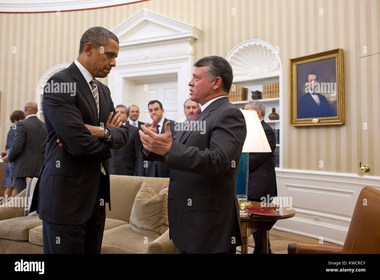 Präsident Barack Obama spricht mit König Abdullah II von Jordanien im Oval Office. 17. Januar 2012 (BSLOC Stockbild