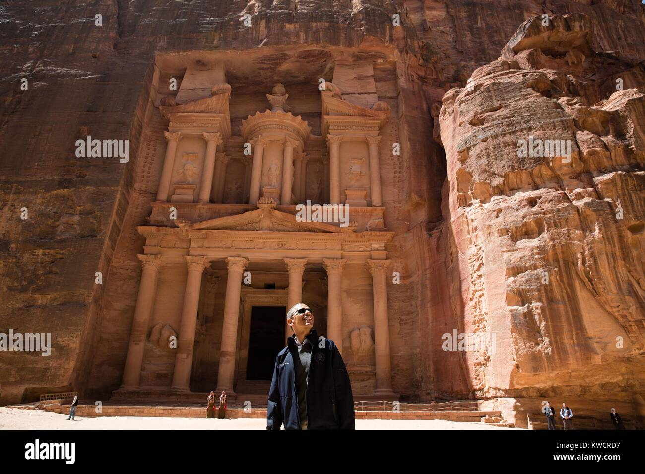 Präsident Barack Obama in der Nähe des Treasury bei der antiken Stadt Petra in Jordanien. März 23, Stockbild