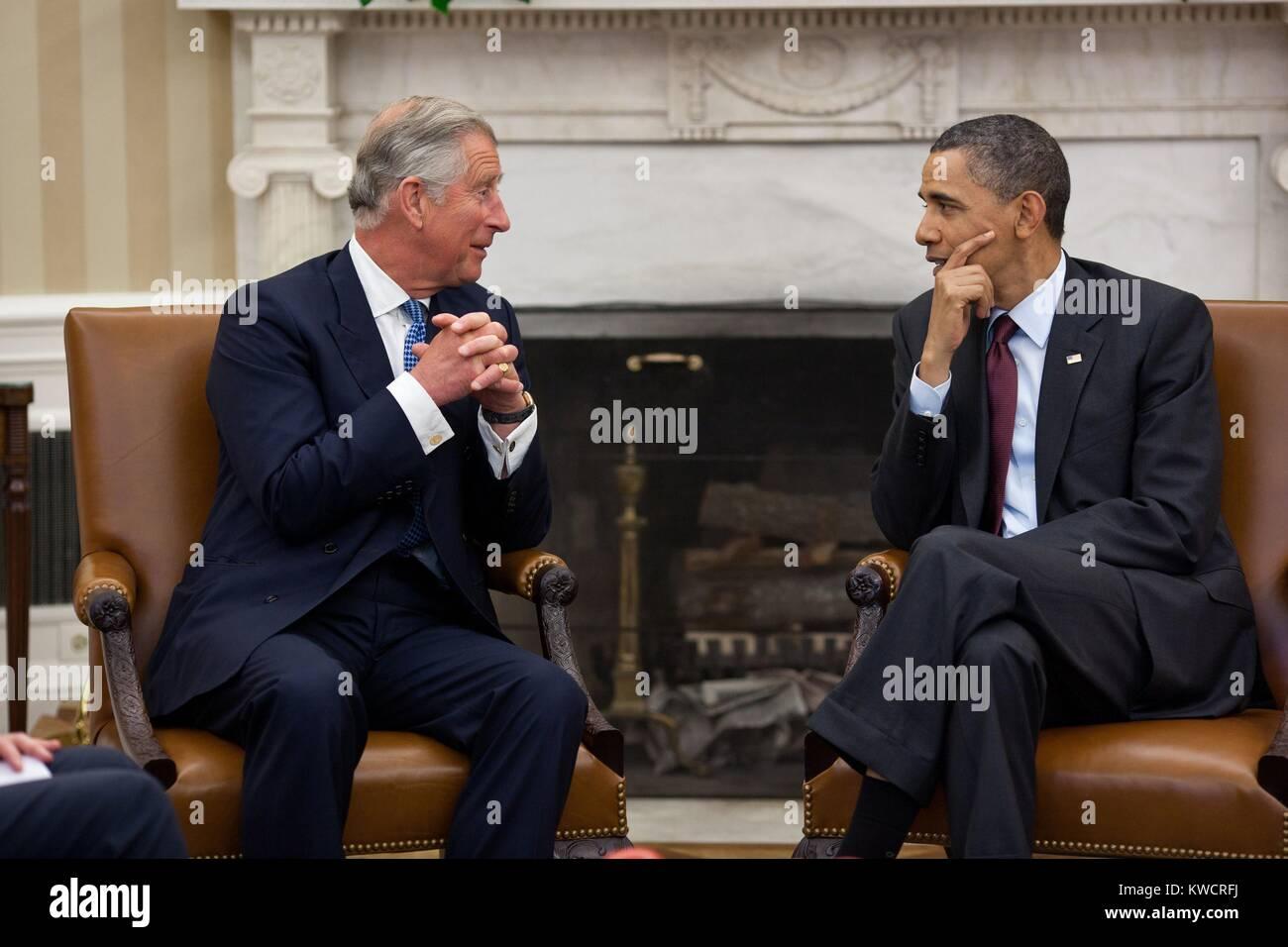 Präsident Barack Obama trifft sich mit Prinz Charles, Prinz von Wales, im Oval Office, 4. Mai 2011. (BSLOC Stockbild
