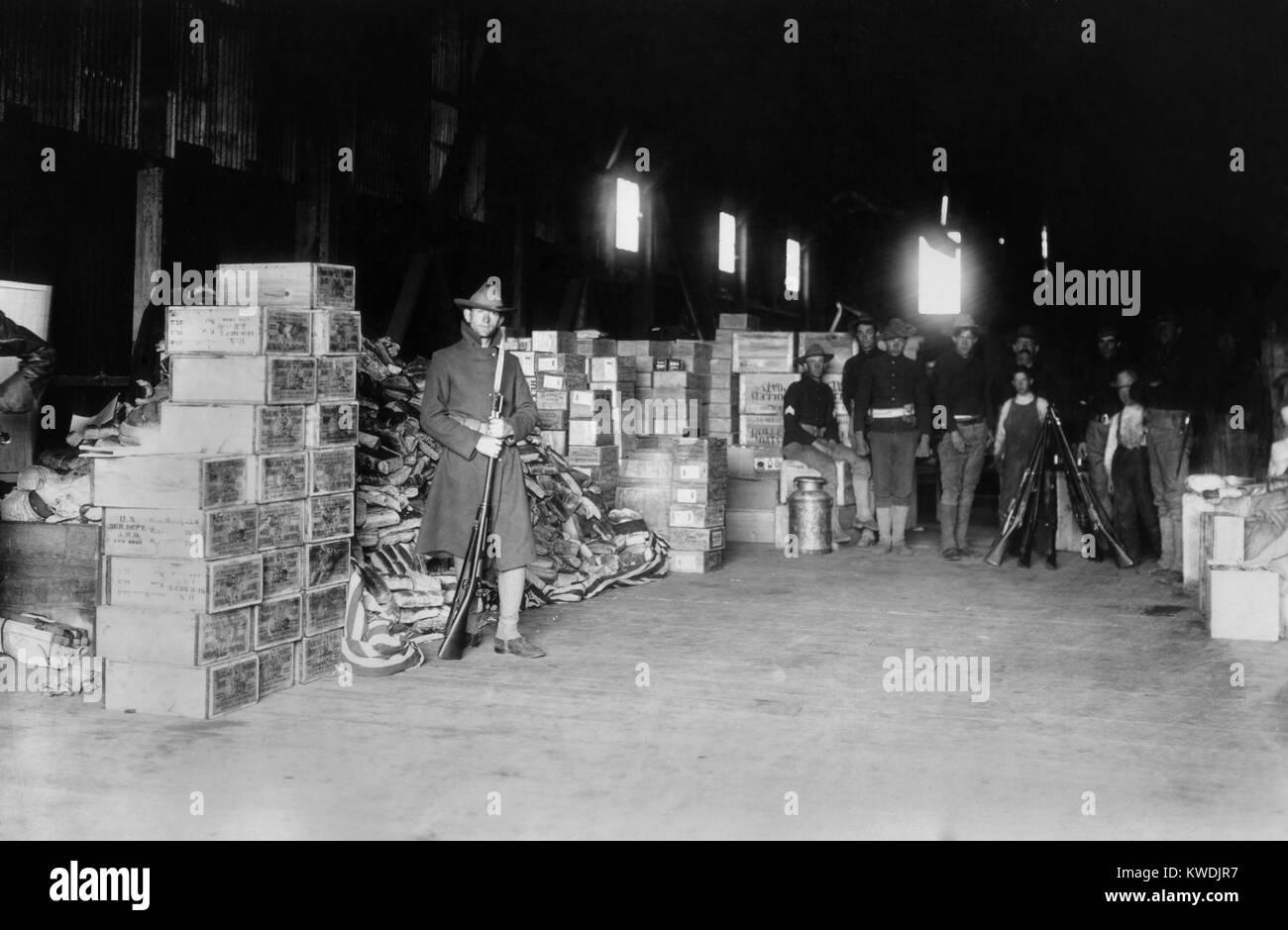 Soldaten bewacht von Hilfsgütern in San Francisco nach dem Erdbeben von 1906 April. Bis zum 30. April die Armee Stockbild