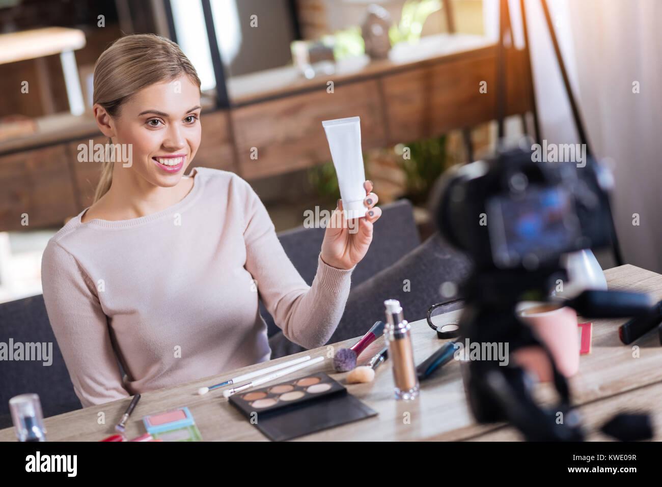 Heiter erfreut, Frau, Schönheit Produkte Stockbild