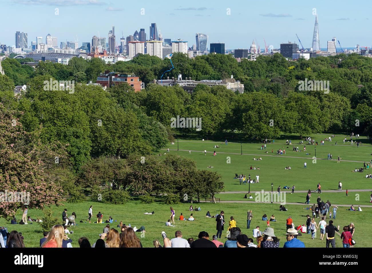 London Skyline von Primrose Hill an einem sonnigen Frühlingstag. Stockbild