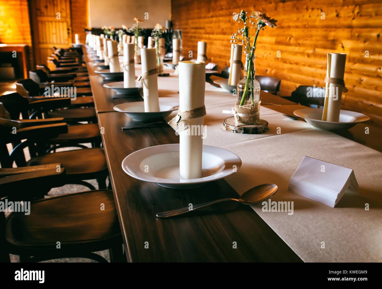 Esstisch Mit Hochzeit Dekoration Auf Dem Tisch Dekoriert Stockfoto
