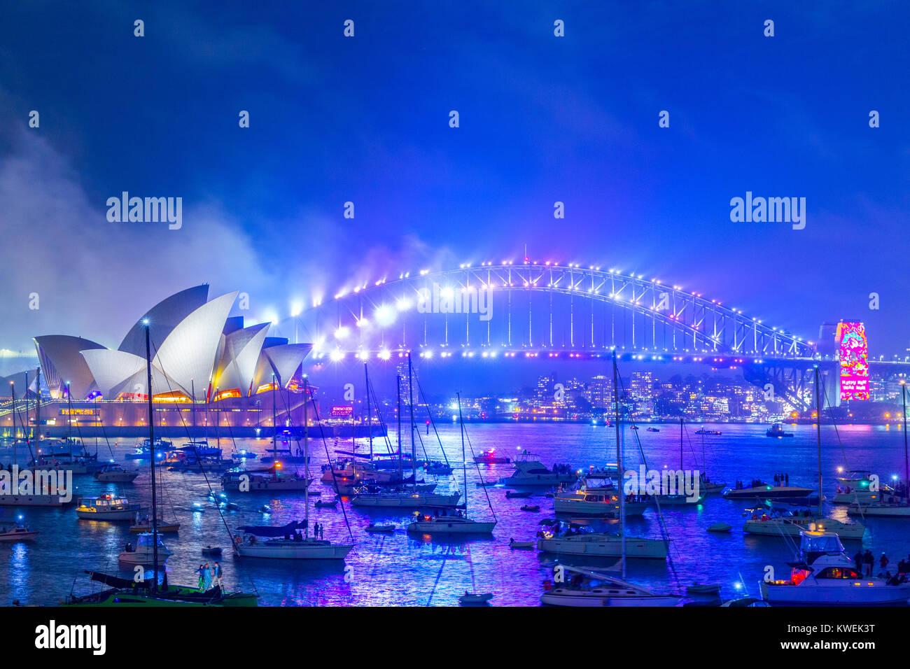 Australien feiert die Ankunft des 2018 mit Silvester Feuerwerk im Hafen von Sydney. Die beliebte jährliche Stockbild