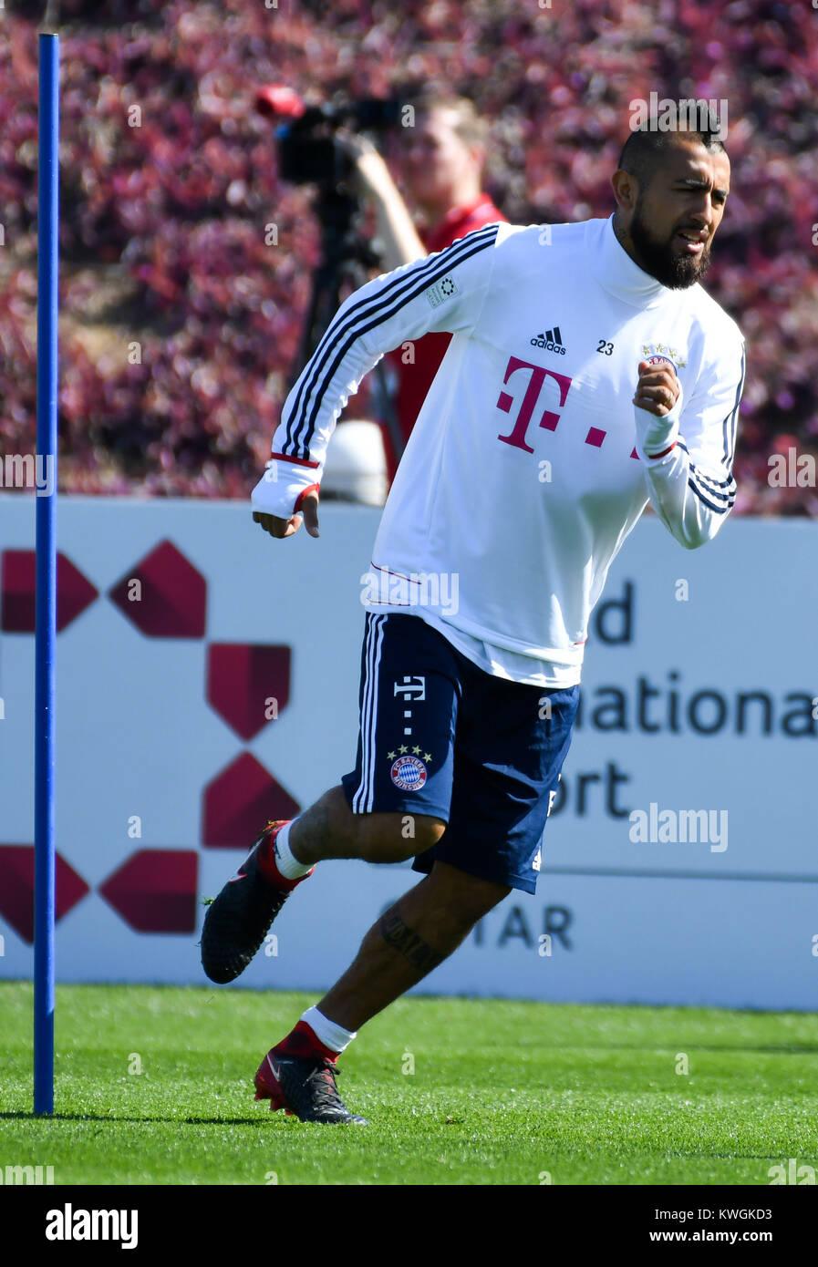Doha. 3 Jan, 2018. Bayern München Arturo Vidal besucht das Training ...