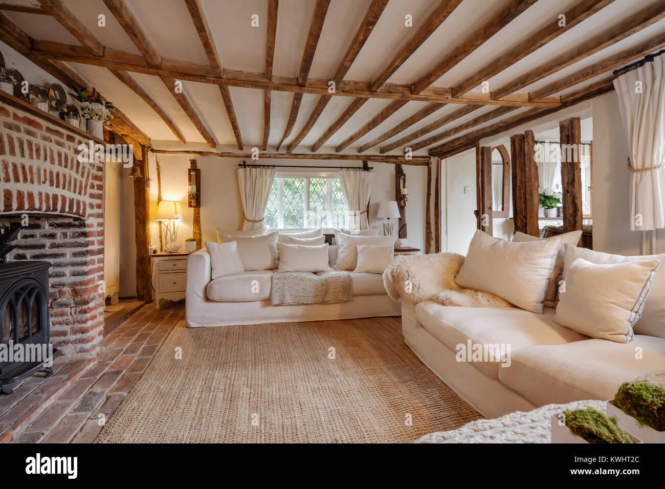 16. Jahrhundert Englisch Ferienhaus Wohnzimmer mit Gusseisen ...