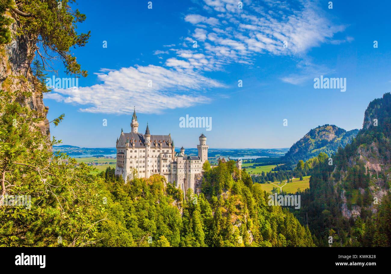 Schöne Aussicht auf den weltberühmten Schloss Neuschwanstein, 19. Jahrhundert Romanesque Wiederbelebung Stockbild