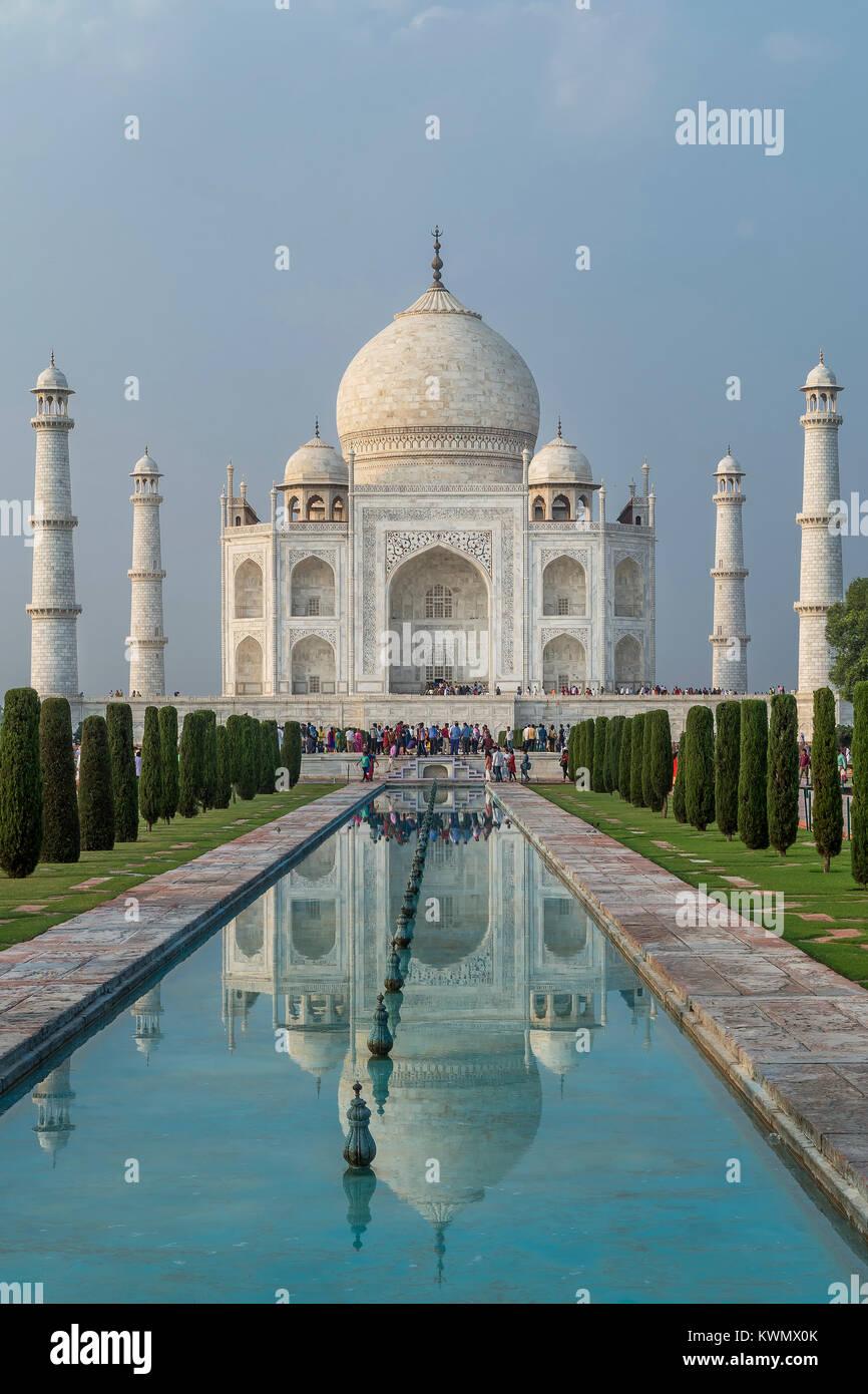 Taj Mahal und seine Reflexion, Agra, Uttar Pradesh, Indien Stockbild