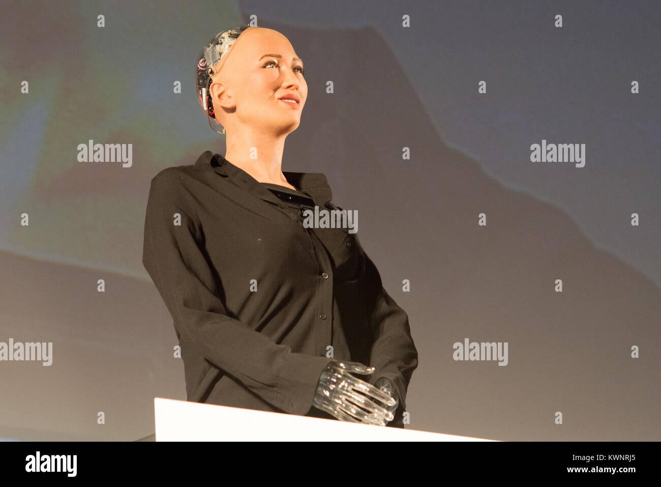 Androide Sophia erste Roboter Bürger von Ben Goertzel Gründer und CEO von SingularityNET, die arbeitet und forscht Stockfoto