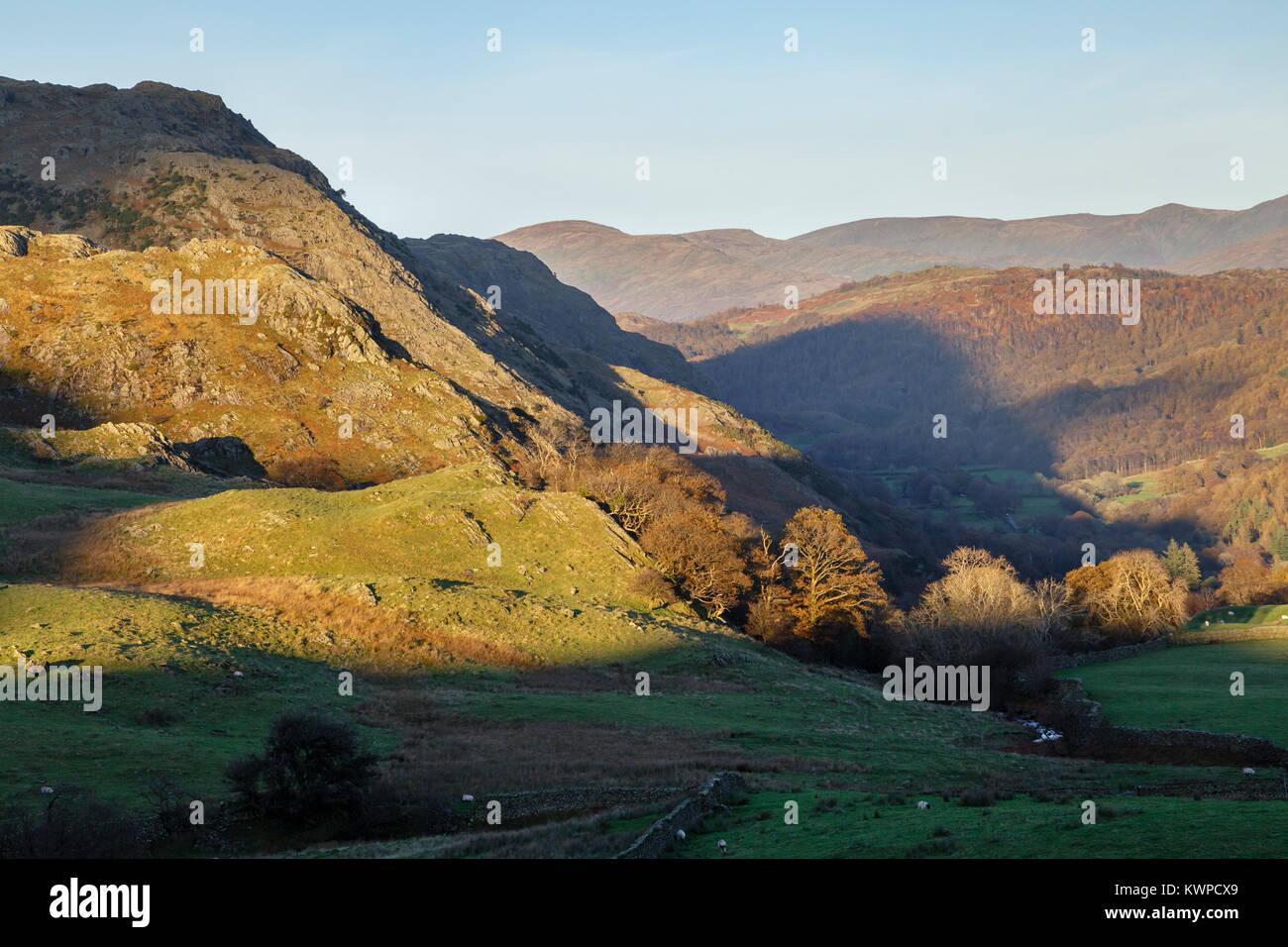 Foul Scrow und Blick richtung Yewdale Fells in der Nähe von Coniston, Nationalpark Lake District, Cumbria Stockbild