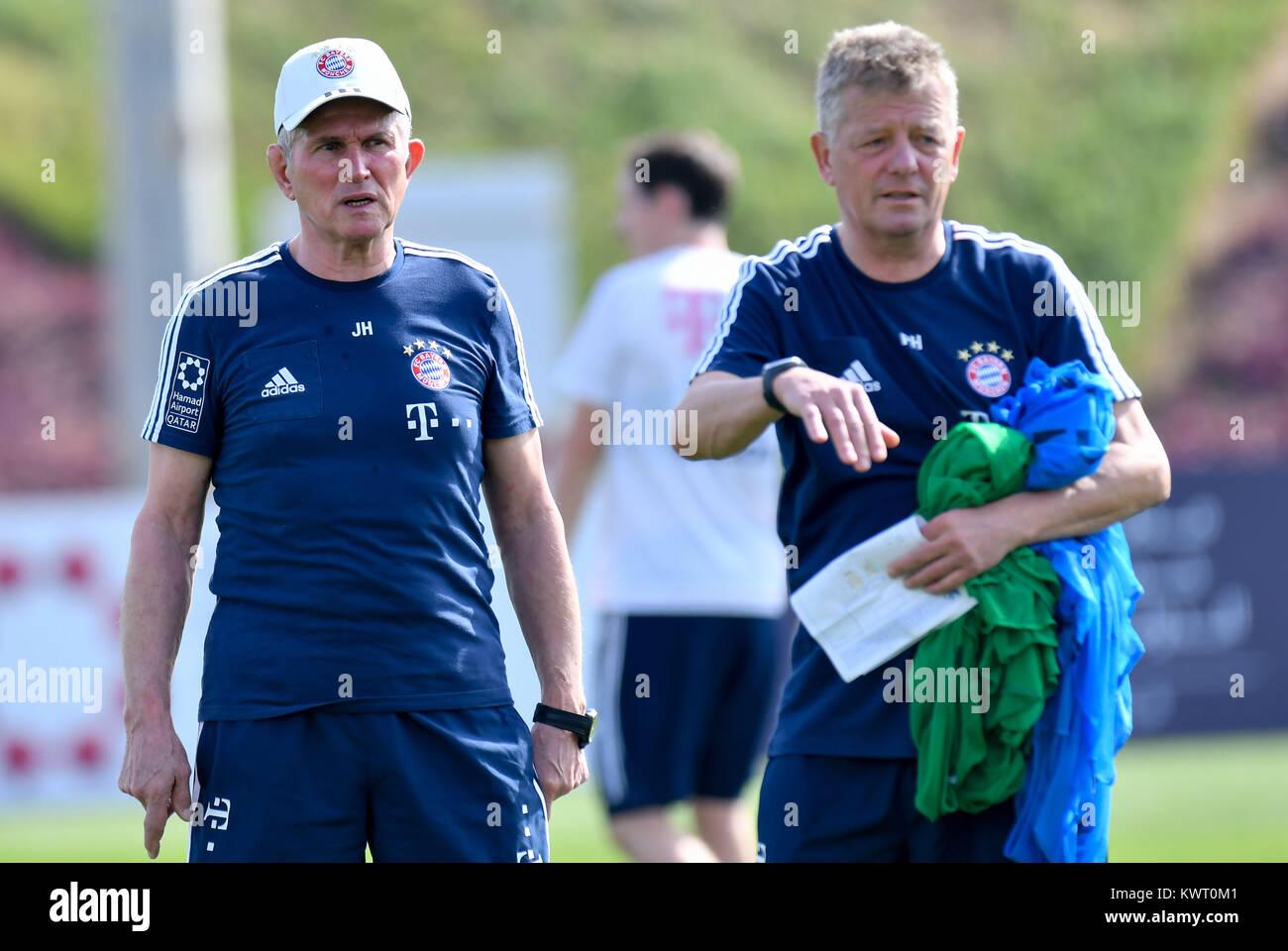Doha, Qata. 5 Jan, 2018. Bayern Münchens Trainer Jupp Heynckes (L ...