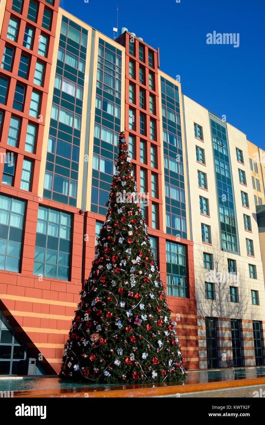 Weihnachtsbaum Vor Dem Hotel New York Im Disneyland Paris