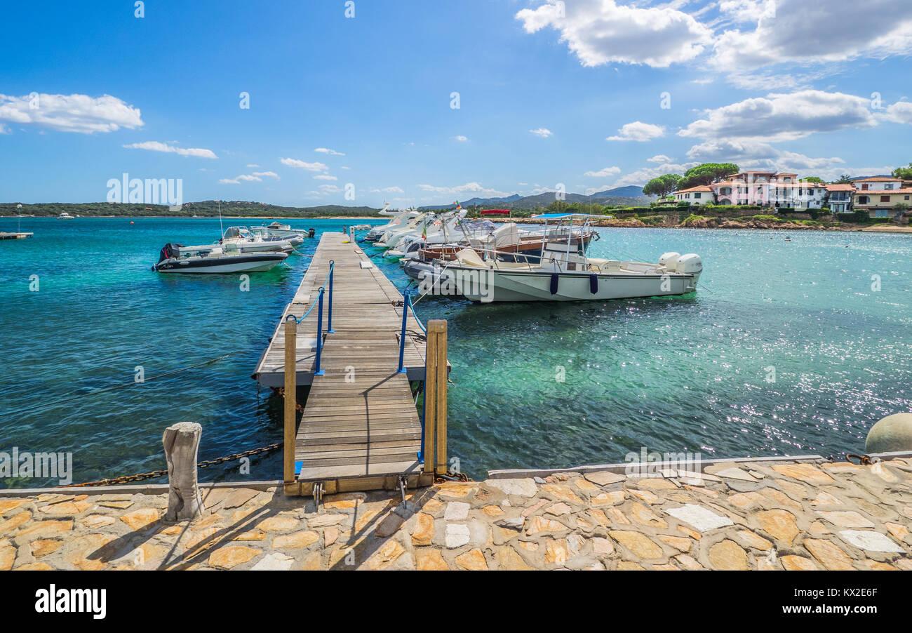 Kleiner Hafen auf Sardinien Stockbild