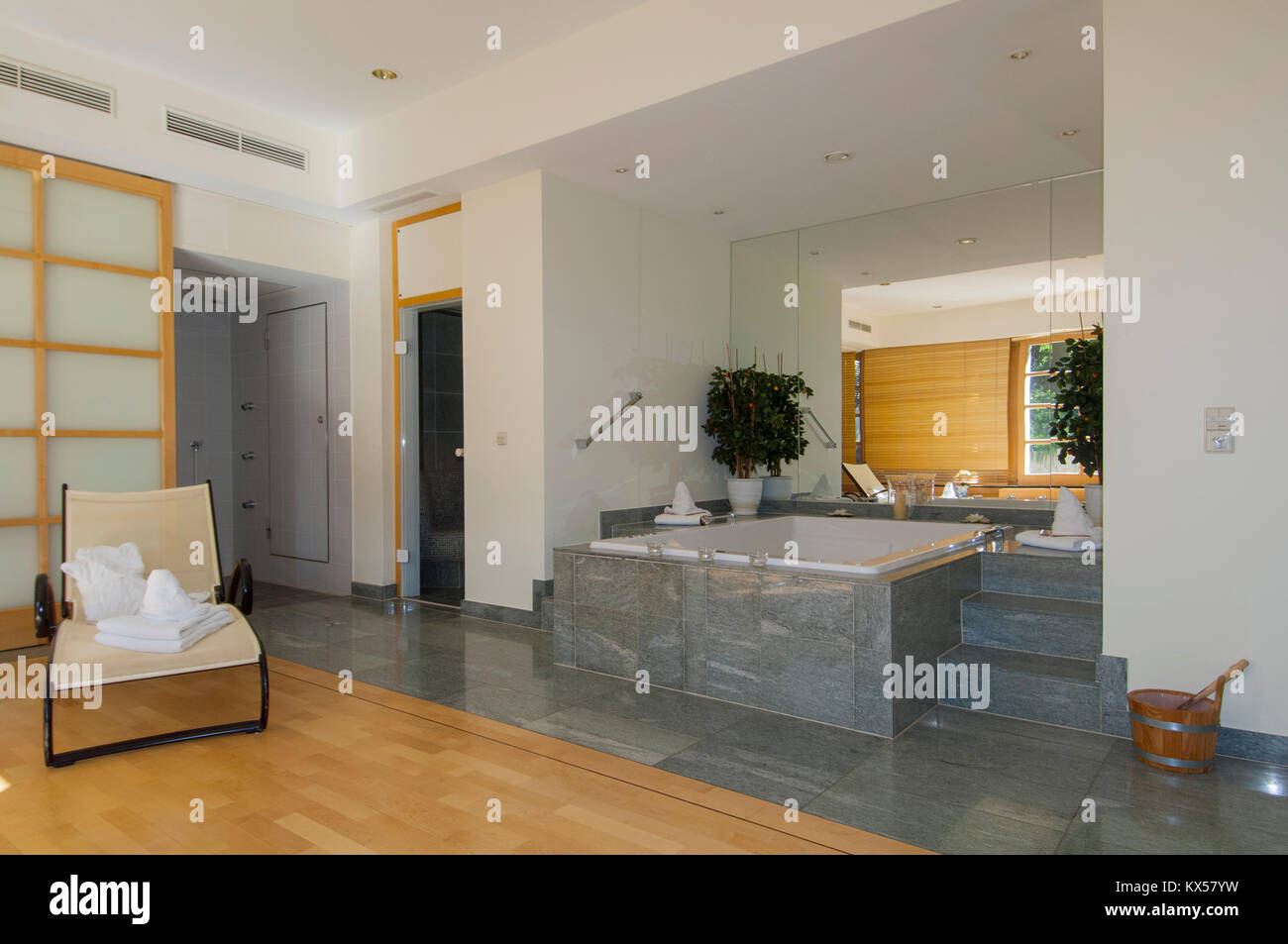 kosmetik stockfotos kosmetik bilder alamy. Black Bedroom Furniture Sets. Home Design Ideas
