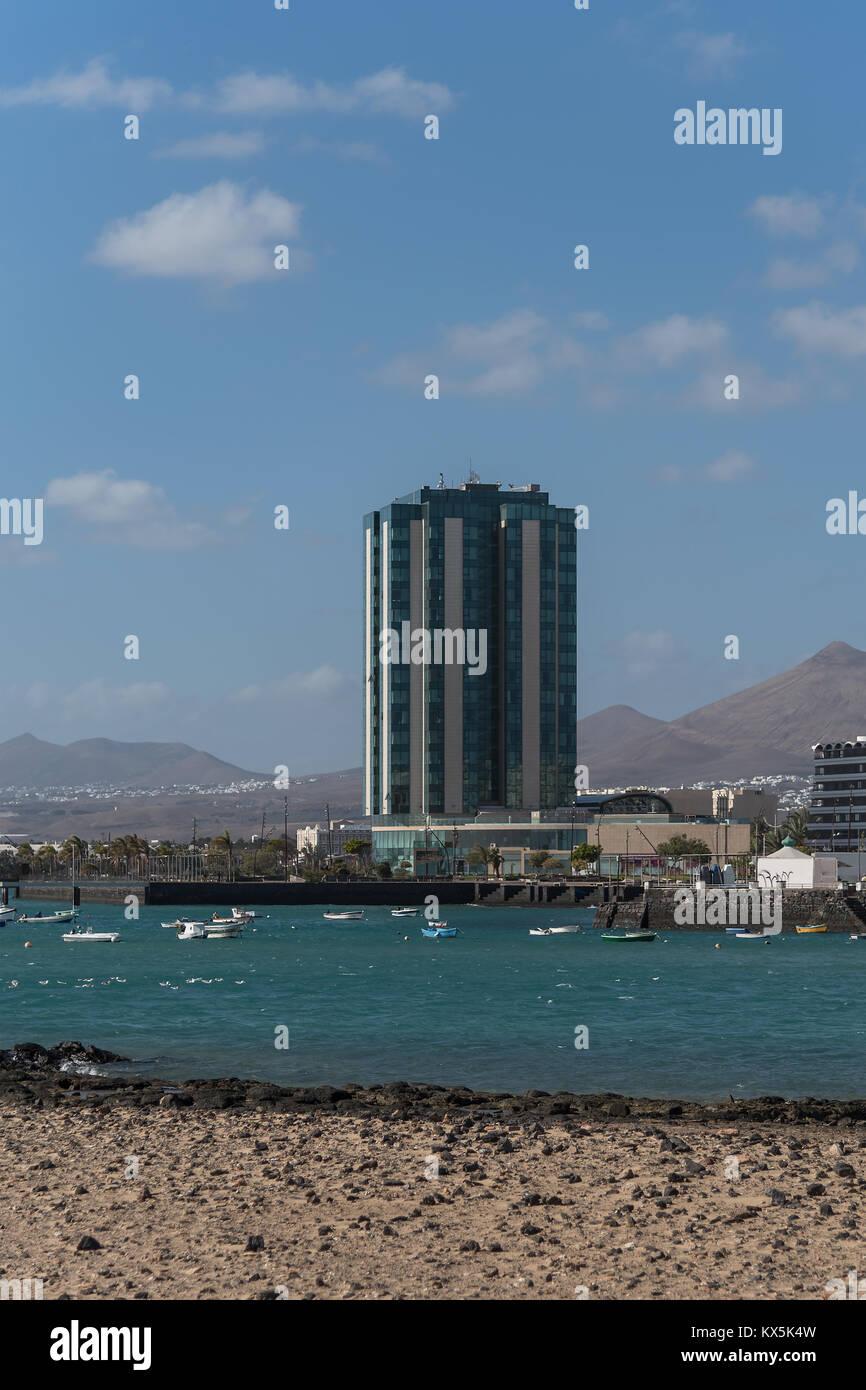 Das 5-Sterne Gran Hotel in Arrecife auf Lanzarote ist mit 17 Stockwerken das höchste Gebäude der Insel Stockbild
