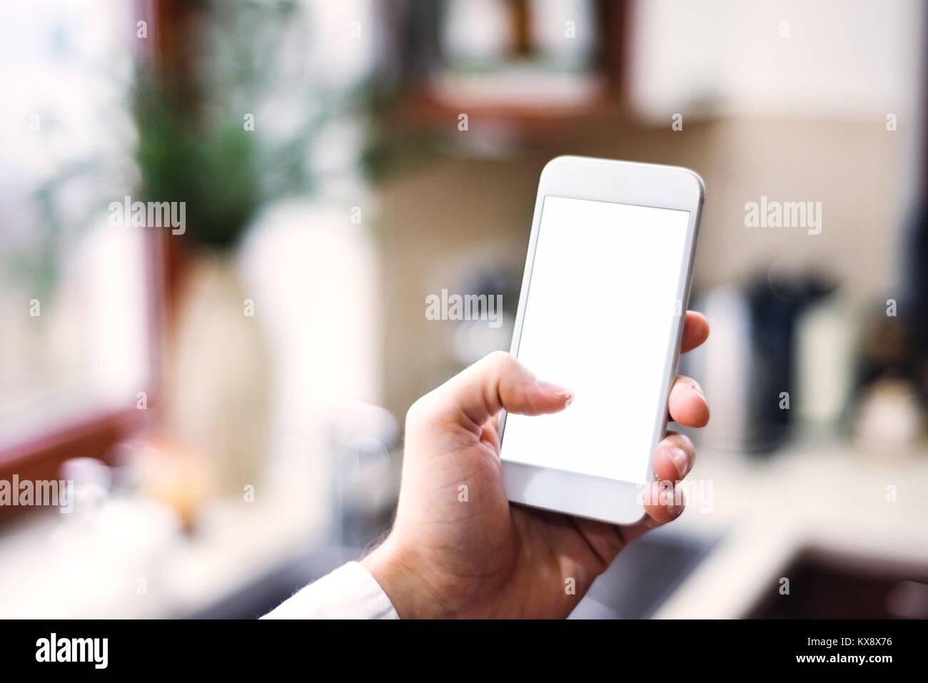 Mockup Bild des Smartphones mit leeren weißen Bildschirm an. Stockfoto