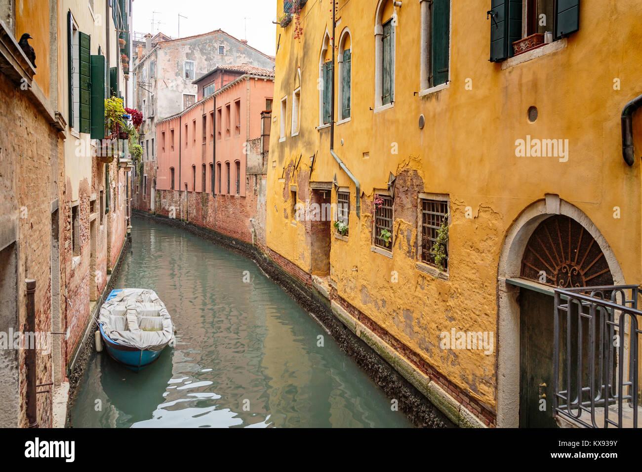 Ein kleiner Kanal in Venedig, Italien, Europa. Stockbild