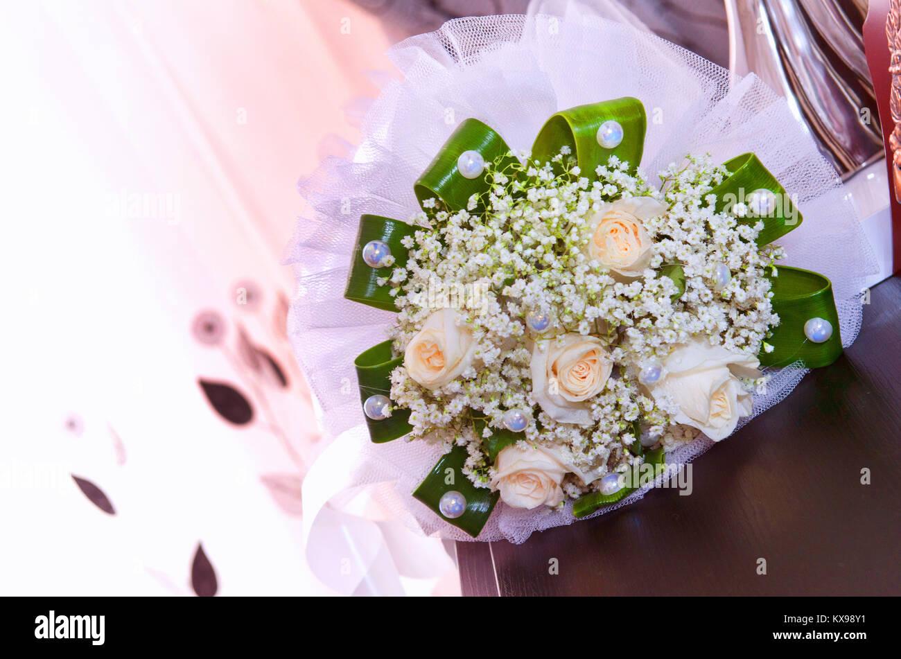 White Wedding Und Engagement Flower Bouquet Schonen Brautstrauss Mit