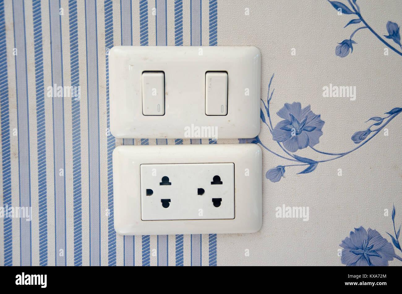 Niedlich Elektrische Verkabelung Schaltet Auf Licht Fotos ...