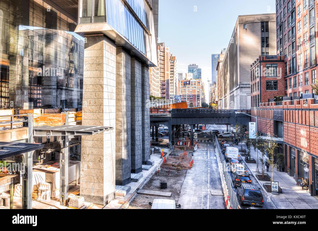 New York City, USA - 27. Oktober 2017: Luftaufnahme der modernen Chelsea Nachbarschaft Bau Gebäude, Parkplätze Stockbild