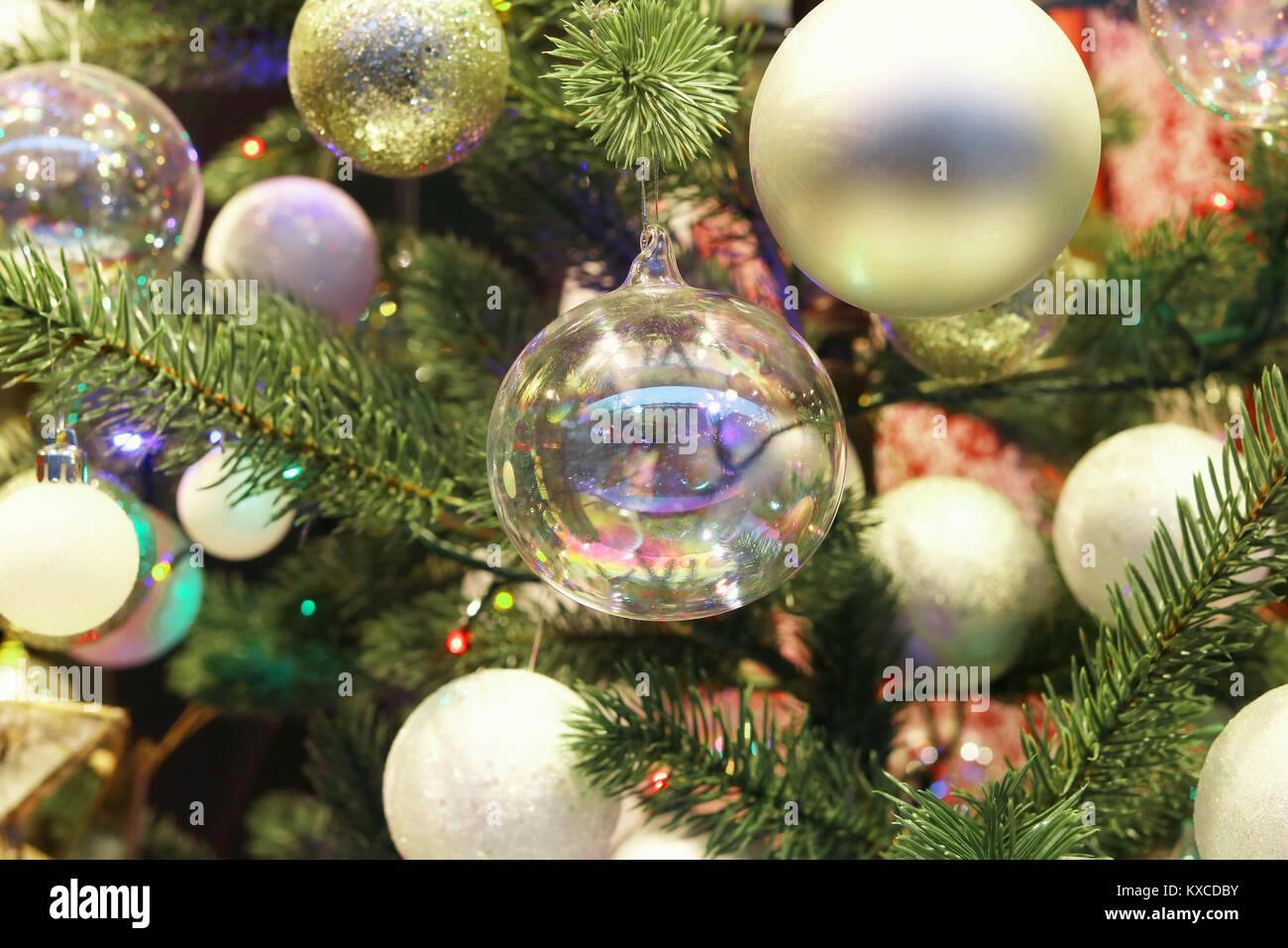 Kugel Für Tannenbaum.Dekoratives Glas Kugeln Auf öffentlichen Europäischen Stadt
