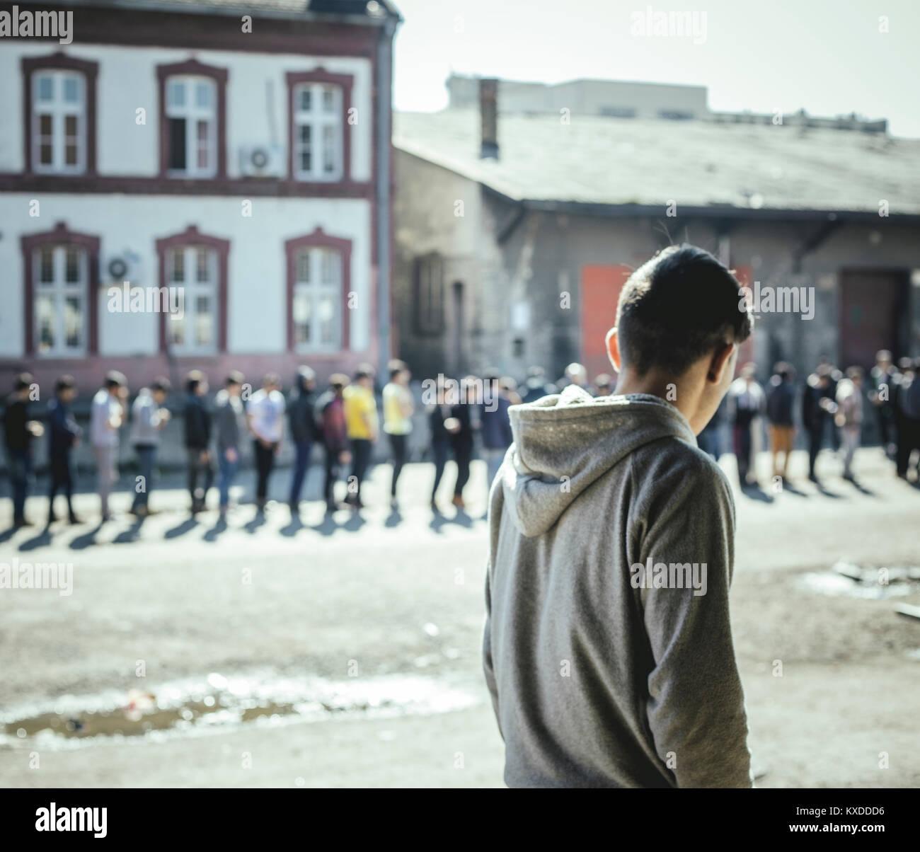 Flüchtlinge, Afghanische, pakistanische Jugend, verlassenen Kaufhaus, Belgrad, Serbien Stockbild