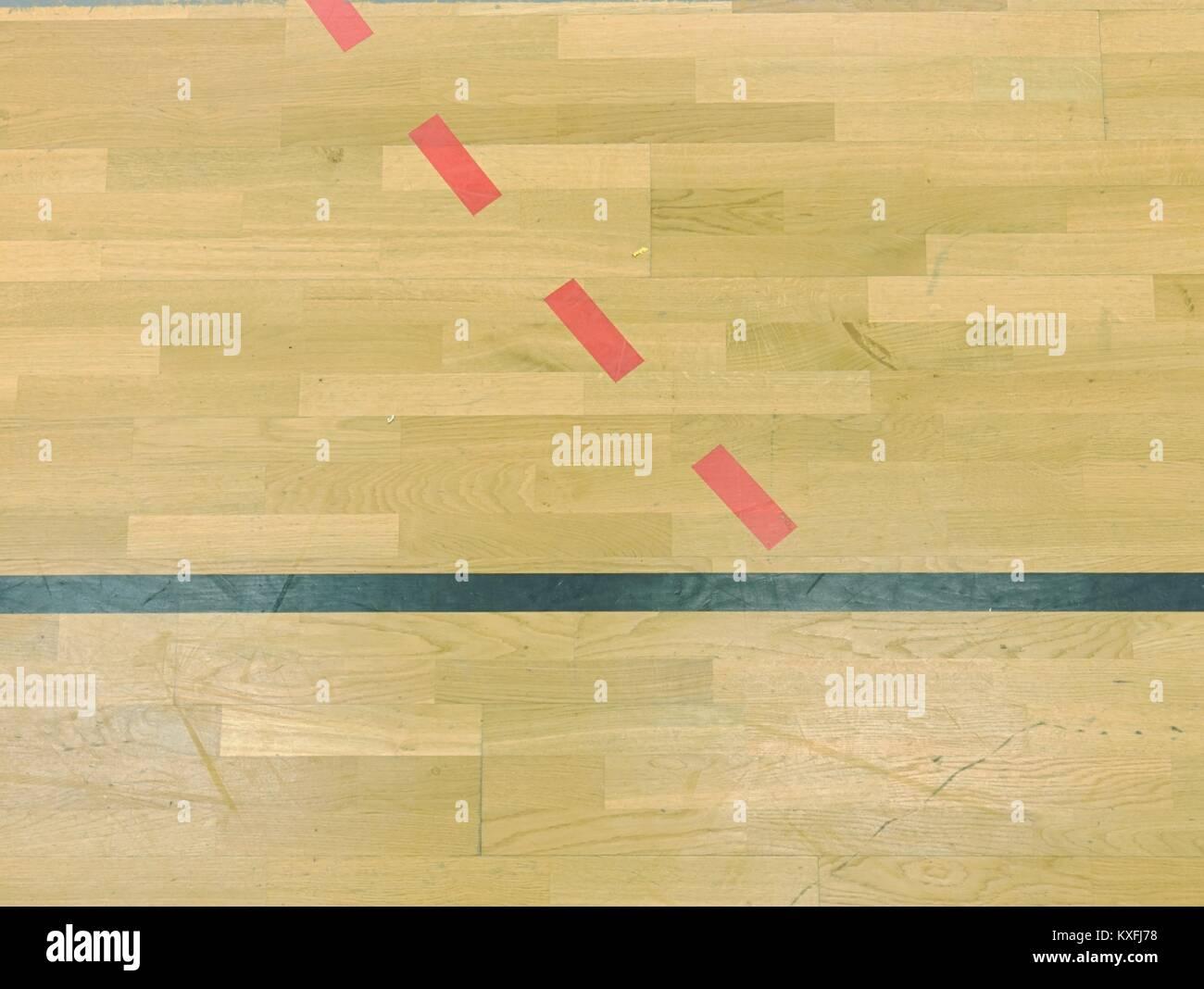 holzboden in sporting hall mit soliden und gepunktete linien. licht
