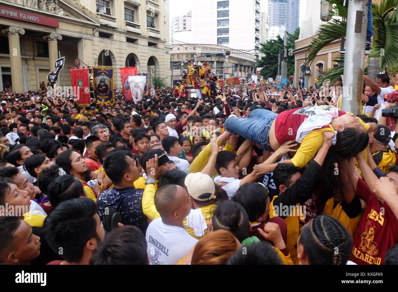 Manila, Philippinen. 9 Jan, 2018. Einige Devotees in Ohnmacht ...