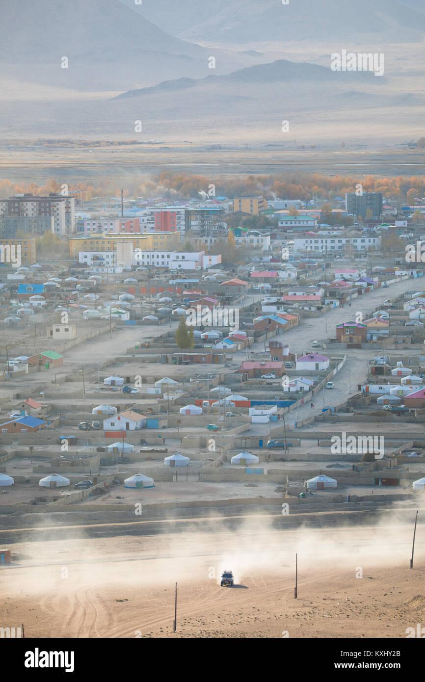 Chowd Hovd Stadt Stadt sunset Rauch Schornsteine der Verbrennung von Kohle, um warm zu bleiben und in kalten mongolischen Stockbild