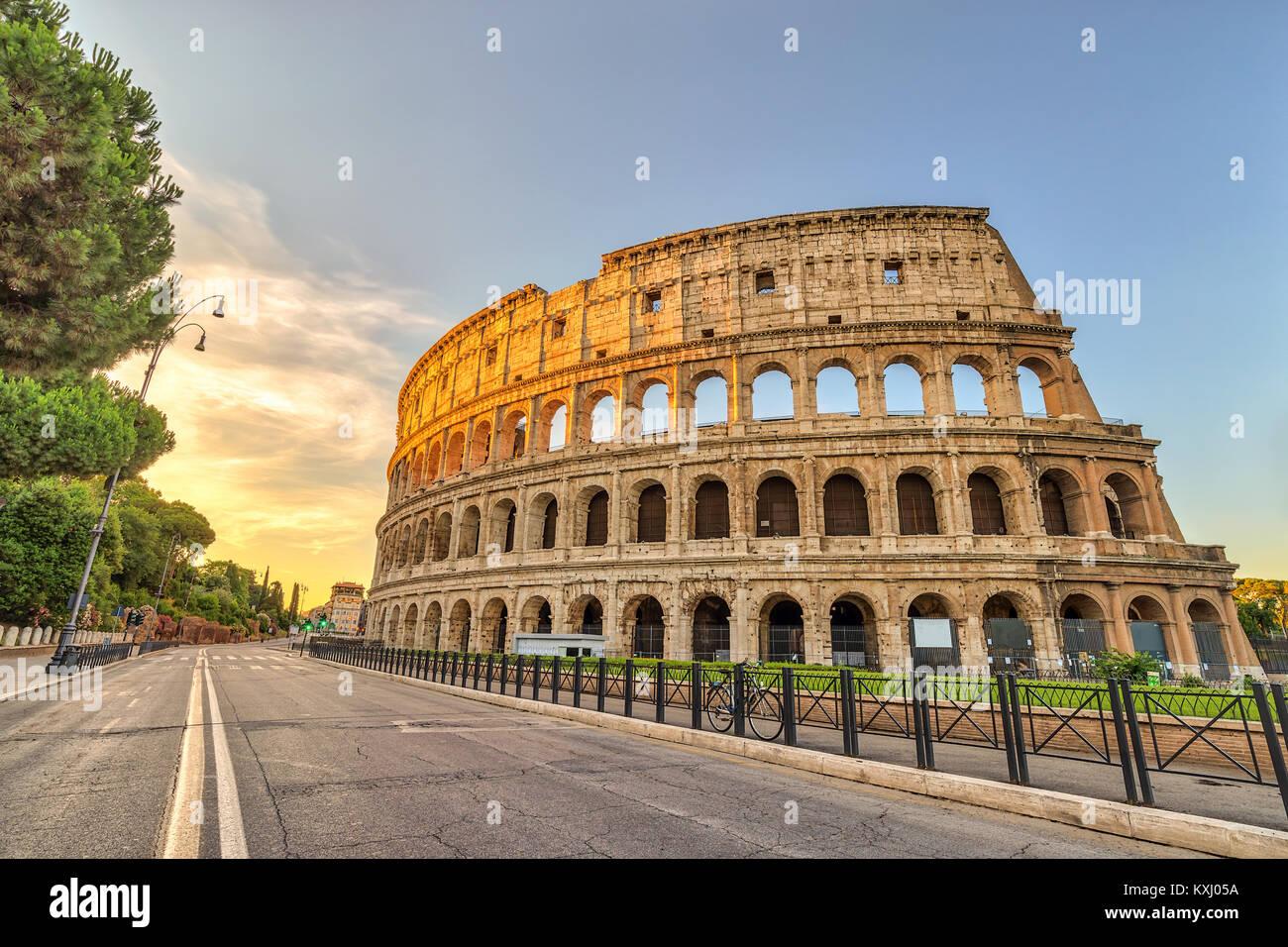 Rom Sonnenuntergang Skyline der Stadt Rom Colosseum Kolosseum (Roma), Rom, Italien Stockbild