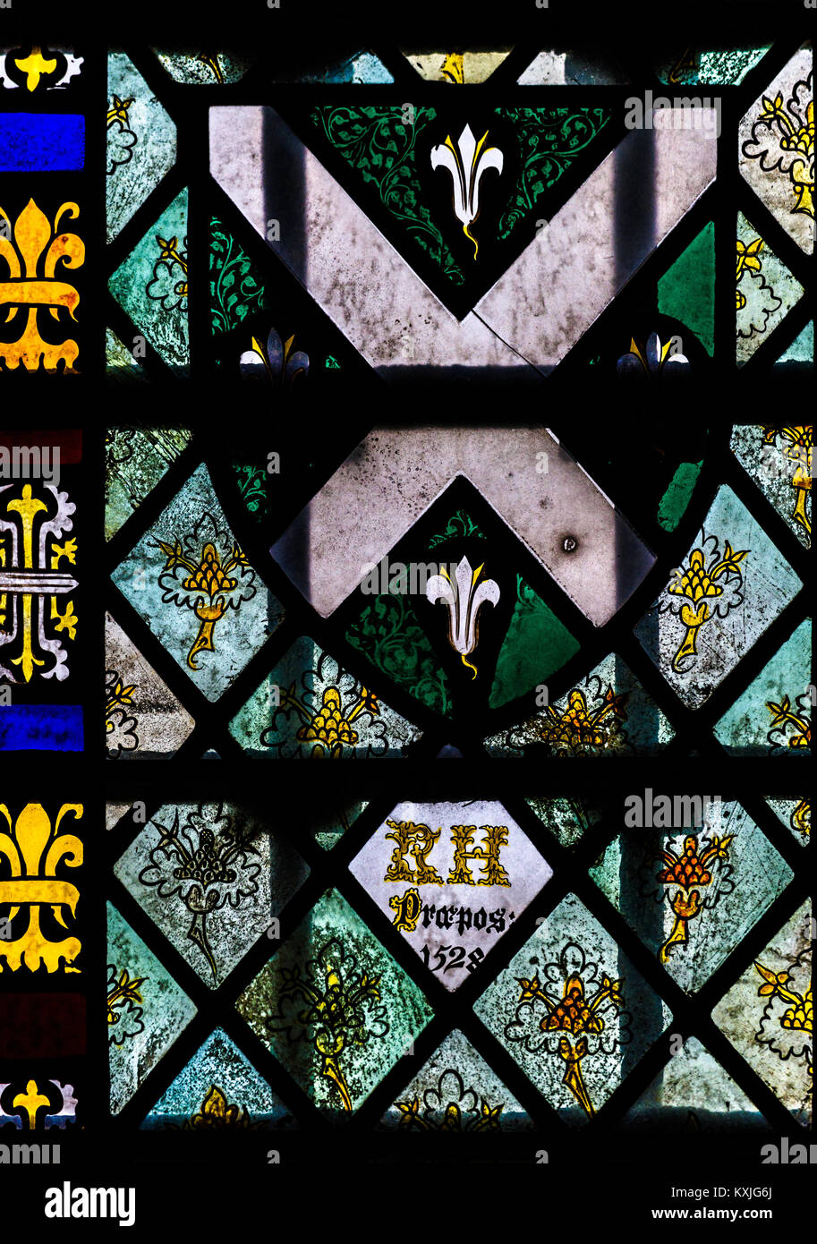 Glasfenster, datiert 1528, im Grab Kapelle, neben der ante-Kapelle, in der Kapelle des King's College, Universität Stockbild