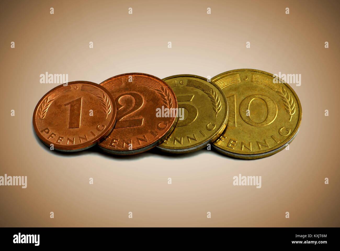 Nahaufnahme Von Vier Alte Deutsche Münzen Auf Einem Sepia